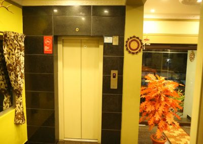 lift-using-hotel-booking-rooms-booking-in-madurai